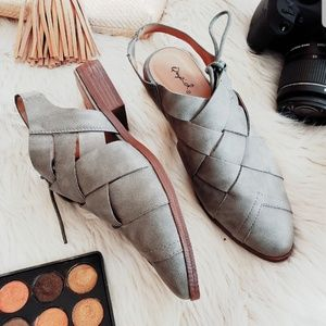 Shoes - 🆕️//The Quincy// khaki distress Flats